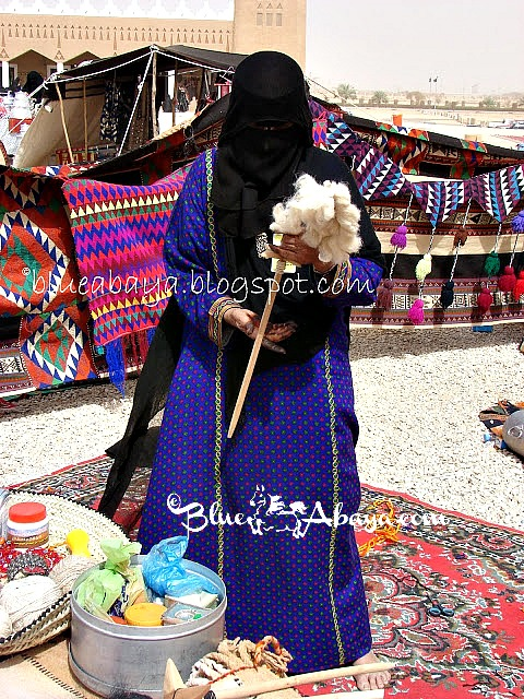 Saudi bedouin woman weaving