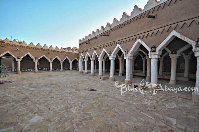 ushaiger mosque courtyard wm